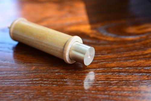 真鍮の丸棒を詰める